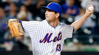 Mets reliever refractures arm after tripping on curb; surgery likely