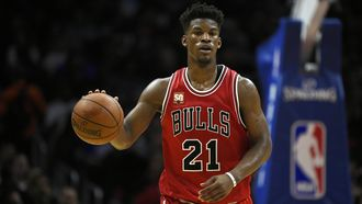 Jimmy Butler returns from knee injury to lead Bulls over Rockets